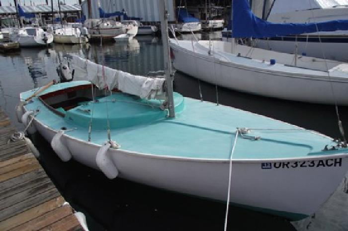 19' Sailboat with fixed keel