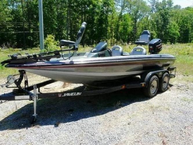 1993 Javelin 389T Bass Boat