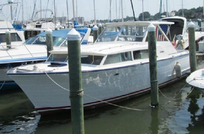 $2,000 OBO 36' Chris Craft about 1964 in restorable condition