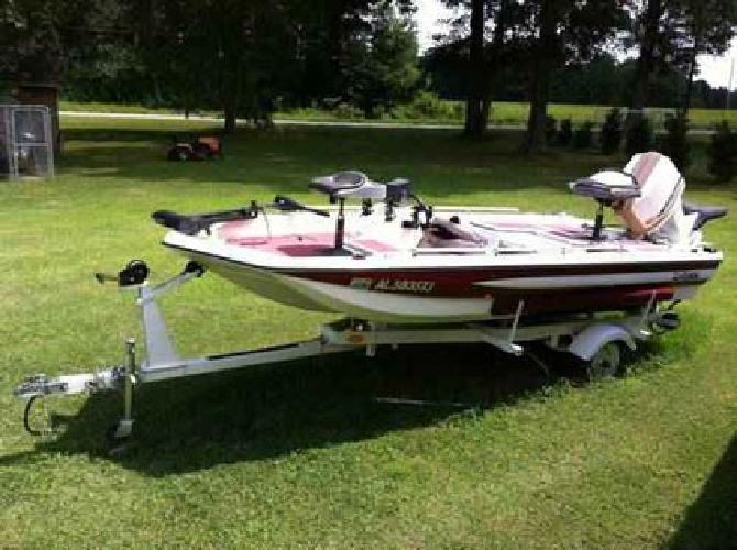 2 000 nice bass fishing boat with many accessories for for Nice fishing boats