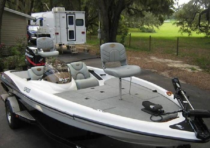 2001 Triton TR186 XR6 150 Bass Boat