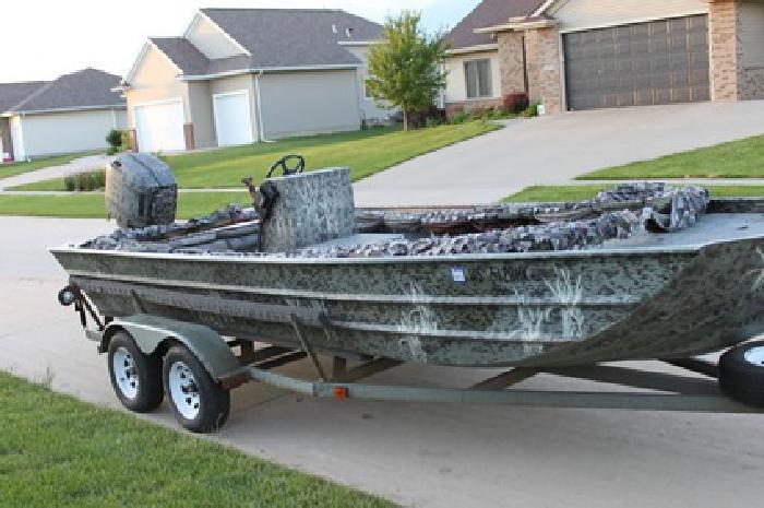 2002 F & F Boats Fishing