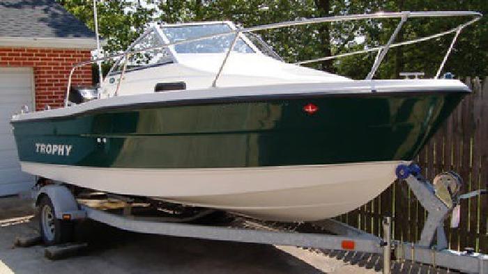 2006 Bayliner TROPHY 1802WA Walk-around Cuddy Cabin Boat