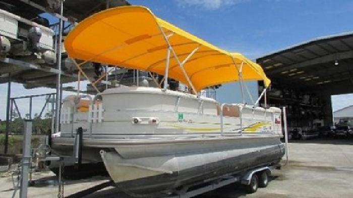 2007 Tracker Party Barge 22 with many extras