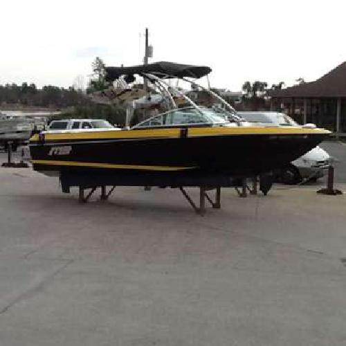 2011 MB B52 V23 Wakeboard boat w/ PCM ZR409 & Boatmate trailer