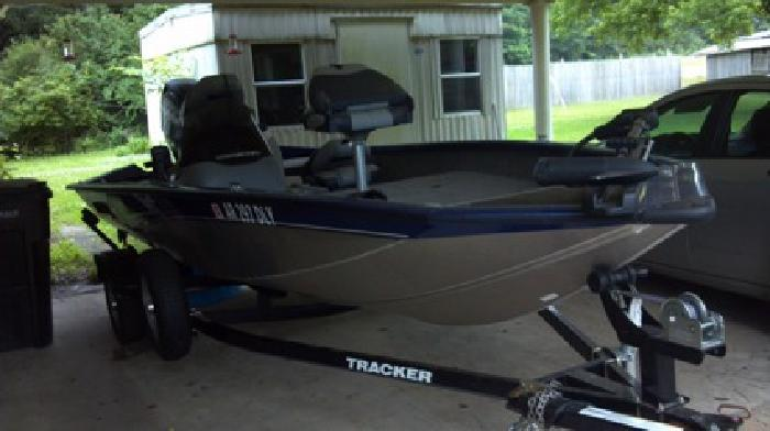 2013 Bass Tracker Boat