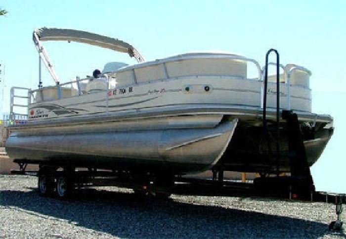 $22,900 2006 Sun Tracker Party Barge 25 I/O Regency