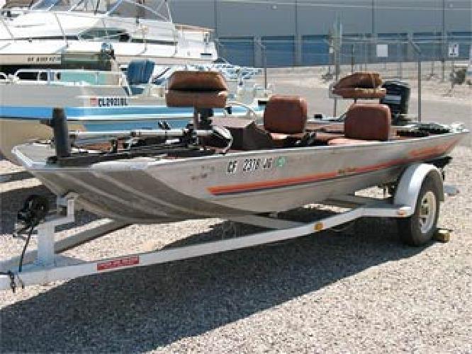 $2,999 1985 17' Bass Tracker Tournament TX Bass Boat