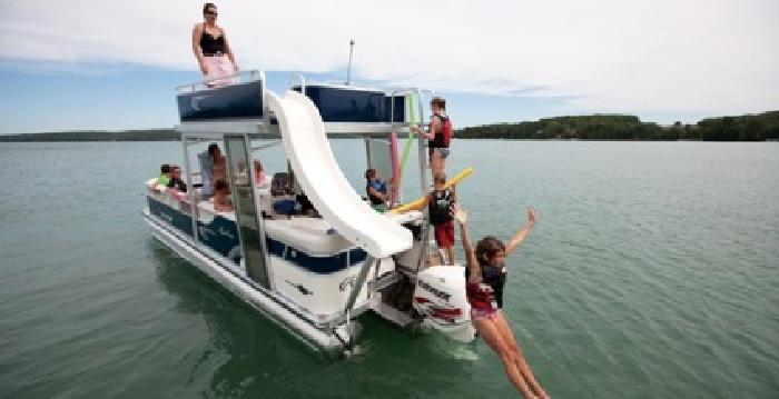 $38,600 2012 Avalon Paradise Funship 27' - 3 Tubes