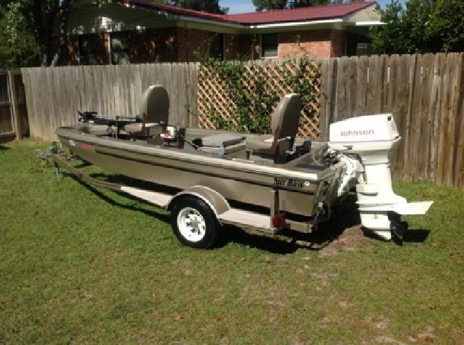 $4,200 Stick steering fiberglass fishing boat