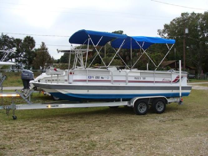 $8,900 22' Hurricane Deckboat 1992