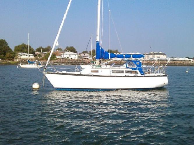 Sailboat-Dufour 29