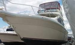 1988 SeaRay Sedanbridge in great shape. Low hours on Merc 260 FWC engines. A little spring cleaning and the boat is ready for a great summer of cruising.. Sleeps 6, fully enclosed bridge, hot& cold pressure water, 3 batteries. Great family cruiser.