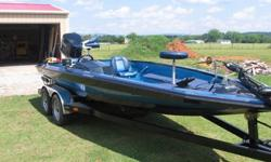 Here we have my personal 1990 Bullet bass boat that has been completly refinished from trailer up. The boat has allways been garage kept and covered. The boat was not in bad shape at all when i decided to redo it I just wanted to make it more up to date.