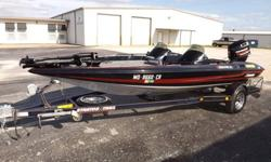 1992 STRATOS 285 PRO XL BASS BOAT. THIS BOAT IS VERY NICE AND CLEAN WITH ONLY TWO OWNERS SINCE IT WAS NEW. THE HULL OF THE BOAT IS VERY NICE WITH NO DAMAGE AT ALL. THE INTERIOR IS ALSO VERY NICE AND CLEAN, ALL THE SEATS ARE STILL IN GOOD SHAPE. THE CARPET