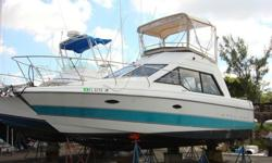 Bayliner 3058 Cierra Command Bridge - Twin 5.7L Mercruiser both replaced in 2006 with less than 50 hours cooled from haul and not form drives connected to counter rotating alpha drives - 4 Blade Props 15 x 16- Dual Stations - Bimini and Bridge Cover -