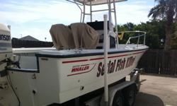 ###Johnsson 225. Ocean Runner. T-top. Raymarine Sportpilot+ Autopilot. Raymarine Fluxgate Compass.Magnetic Compass.Hydraulic steering.Stainless dive ladder.Fishing rod holders for 16 rods.Freshwater tank with pump and shower handle.Saltwater pump.Aluminum