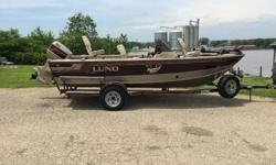 1996 Lund 1775 Pro V SE DLX This is a Lund 1775 Pro V SE DLX that is powered by a Johnson 115 2 Stroke. This boat is equipped with the following options: Port Console, Lowrance HDS-5X Bow Fishfinder, MotorGuide 82# Digital Tour Trolling Motor, Bottomline