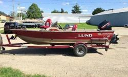 This is a 1997 Lund 1700 Pro Angler SS that is powered by a 1996 Mercury 90 2 Stroke. This boat is equipped with the following options: Lowrance HDS-5 GPS/Fishfinder at Bow, Lowrance LMS-522c GPS/Fishfinder at the console, Minn Kota 80 Terrova iPilot Bow