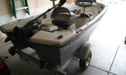 Up for sale is a Sun dolphin pro 110 two person boat that is in excellent condition. I got it early last year and was only used once on a reservoir. I'm selling since i don't have time to do some fishing and is just sitting on my garage. This comes with a