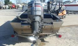2000 Duracraft 18, 2000 Duracraft side console 150hp Mariner Interior in good shape, hull is solid and strong, motor runs well with great compression, plenty of deck space and storage, would make a terrific red fishing boat as well as a bass boat. This