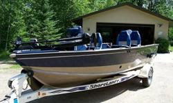 This is a VERY well kept 2000 Lund Angler SS 17 Foot. In a RARE blue/tan 2 tone color & 115HP 2 Stroke Johnson motor with stainless steel viper prop. The motor says 1999, but was purchased new as a pair with this boat in 2000, and runs smooth with great