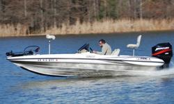 SUPER MINT 2001 Triton TR-186 dual console bass boat. This one owner boat is in Excellent condition, and shows to have been very well maintained. This boat has always been garage kept. UNDER 150 HRS ! ! !63 MPH ! ! ! EXCEPTIONAL CONDITION ! ! !