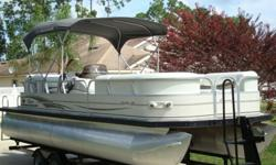 THIS 2005 SUN TRACKER PARTY BARGE REGENCY EDITION 25 IS AN EXCELLENT MEANS OF RELAXATION. THIS FUN IN THE SUN PONTOON BOAT HAS ALMOST EVERYTHING NEEDED TO ENTERTAIN SEVERAL OF YOUR FRIENDS AND FAMILY MEMBERS AT THE SAME TIME. TRACKER HAS BEEN BUILDING