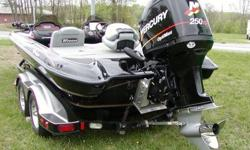 Retractable passenger grab-handle ? Aluminum Jack Plate ? Hot Foot foot throttle ? SeaStar Hydraulic steering Fishing Features: ? ?Stay-Full? livewell overflow system ? 1-Bike seat and power pro-pole ? 1-Tempress style folding fishing seat ? 2-800 gph