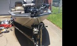 2006 Pro Crappie? 175 is designed for the needs of panfish, crappie and bass enthusiasts, and those who like to fish lower in the boat. 50HP Mercury 4 Stroke.2006 Tracker Pro Crappie 175 that is in great condition other than scratches from normal use.