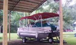 Pre-owned 2006 Suncruiser 220 Trinidad Pontoon boat with 2006 Mercury 75HP Optimax Outboard motor. A great pontoon boat with seating for 10 and power to enjoy the lake; a perfect pontoon for someone looking for more space and ability to entertain the
