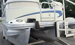 Load up all your family and friends and hit the water on this huge Bennington tri-toon. With the Mercruiser 5.7 Mag, this toon runs in the high 30s and will pull a skier out of the water with no problem at all!.2006 Bennington 2575 RL