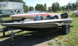 Here is a nice boat that I bought from a bank.... this is a nice little boat that runs perfect...I did install new batteries and checked all the lights and pumps..... this boat is ready for the water...... Runs perfect.... and it is in good shape..... it