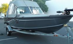 2008 LUND 1775 Classic Sport fishing boat in excellent condition! 17.5 feet.Has a 60 PH Mercury 4 stroke motor ( 110 hours ), fish finder, gps, livewell, full enclosure canvas cover and a 12v/40lbs minn kota trolling motor. Comes with a sigle axle