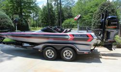 """2011 Sterling 22 XS DC,2011 Sterling 22 XS DC- ZR2 Performance Package- Yamaha 250HP SHO- 4 Stroke- Yamaha 27 Prop- 12"""" Hydraulic Jackplate- Twin 8'Powerpoles with Remote controls- Lowrance HDS 10 with structure scan (dash) & Lowrance HDS 8 with structure"""