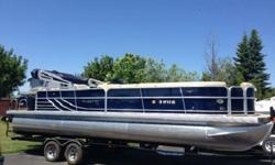 """Integrated ?D? Rail w/ Full Exterior Color Panel SkinSpeaker CoversStructureContinuous RiserFull Length Protective KeelAir Pressurized & Chambered Pontoons16"""" on Center Cross Member ConstructionCoast Guard Approved Navigation LED LightsWarranties5-Year"""