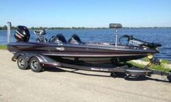 2013 TRITON 21XS, 2013 MERCURY 250 PRO XS OPTIMAX, 2013 MARINE MASTER TANDEM CUSTOM BUNK , ELITE PACKAGE ? CUSTOM COLOR, COCKPIT BOLSTERS, TOUCH PAD DASH, STAINLESS STEEL DLX STEERING WHEEL, FRONT DECK CARPET PAD, STAINLESS STEEL COMPARTMENT LATCHES,