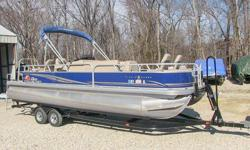 2014 Sun Tracker Fishing Barge pontoon boat 24DLX, 115-hp Mercury ELPT 4-stroke outboard motor, 32 gallon fuel capaciry, 26 foot, low hrs., sport wheel, bucket seats, 12 person, fishing package includes Lowrance X-4 Pro fish finder, MotorGuide W55