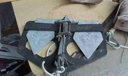 Anchor with bow holder Danforth / Fluke type The Danforth/Fluke anchor is 1 of the most popular anchors in North America today. The Fluke anchor performs quite well in mud and sand. When set correctly, the flukes can penetrate the bottom with a lot of