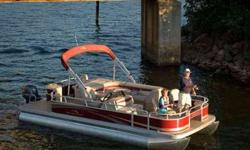 MERCURY 60HP 4S BIGFOOT EFI ENGINE, BLUE CANVAS, FULL VINYL FLOOR, PRIVACY CHAISE, PORTABLE CUP HOLDER, SKI TOW BAR, MERCURY PACKAGE PRE-RIG, HELM, 4 POLE ROD HOLDER, STERN LIVEWELL VIN