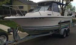 This is a 1999 Bayliner 2052 Trophy Walk Around. It runs like a top. It's in the water at Cliff's Marina right now. If you have any questions or would like to make me an offer, please feel free to give me a call. Powered by a Mercruiser, Alpha One Stern