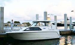 With Bayliner 242, fun times come naturally. The roomy cockpit is fully lined and self-bailing so you can play all day, clean up easily and be ready to host up to nine friends in no time. One look below deck will tell you that the raised dinette is the