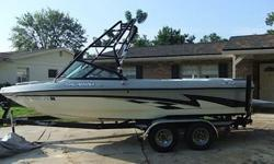 Come check out this awesome 2004 CALABRIA Cal-Air Pro V! If wakeboarders are not supposed to have a luxury boat, no one told Calabria. The company goes all out on the Cal Air Pro-V, their hard-core riding boat. There are obvious things we love about this