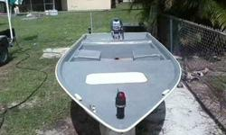 1983 14 ft Fiberglass Bay Boat with a 2000 Yamaha 15 Hp ,all new fiberglass work,bottom gel coat paint and all inside the boat marine paint with sand,have two AAA batteries lights one in the from and one in back to the boat ,not trailer,title in hand.