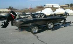2002 Ranger 175VS in Excellent Shape like new low hours! Comes with a Mercury 2000 125hp 2 stroke with 4 blade prop motor is also in great shape and dealer serviced. Also comes with 2 fish finders Eagle 480 and Garmin 160, Minn Kota trolling motor, and