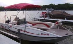 2005 Tracker - Sun Tracker, Fishin' deck 21' deck boat 150 horse power mercury out board engine runs and operates greatDeck boats are great versitle boats has a ski / tube bar for pulling skiers or tubbersalso has live well for fishing trailer included