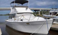 "1989 Bayliner 3288 MOTOR YACHT SHE'S A ""BAYLINER"" SHE IS THE EXCITING ""3288 MOTORYACHT"" PROUDLY BUILT BY BAYLINER MARINE. THIS BOAT IS POWERED BY TWIN HINO 135 H.P. FRESH WATER COOLED TURBO INBOARDS WITH ONLY 1300 HOURS. THIS BOAT IS NICELY EQUIPPED WITH"