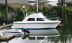 The ever popular Uniflite 32. This one has no blistering on the hull or house, slight pock marks on the Fly Bridge. Good electronics include Garmin Plotter with integrated depth sounder (can also be connected to radar to give an overlay on the Plotter),
