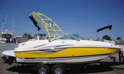 Great Value !!!! With its broad, open cockpit design, the 233 EX is wide open to the possibilities of boating fun. Ideal for swimming, skiing, wakeboarding. Conveniences abound, including integrated swim platform, telescoping swim ladders fore and aft,