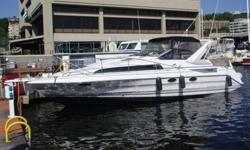 The 3555 Avanti Sunbridge features a double berth forward with vanity, sink, hanging locker, drawers and privacy door. The Mid-Cabin consists of a spacious dinette to starboard that converts to another double berth. Just aft is the head and shower. The